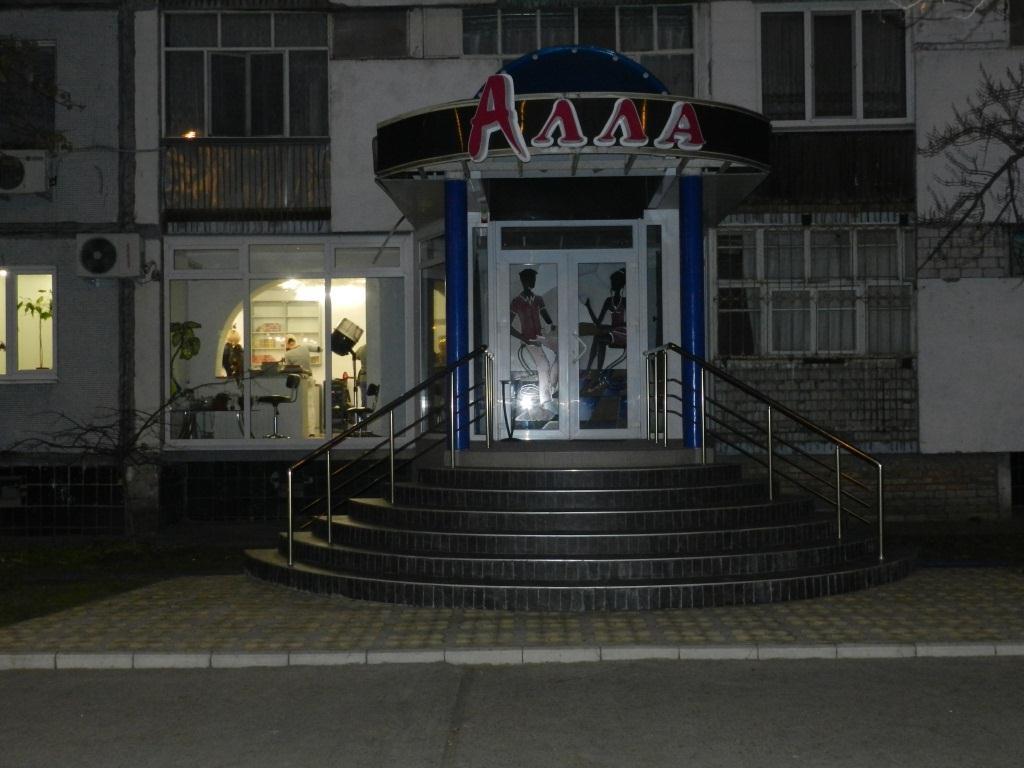 Нежитлові приміщення 1-го поверху в м. Енергодар, загальною площею 99,2 кв. м