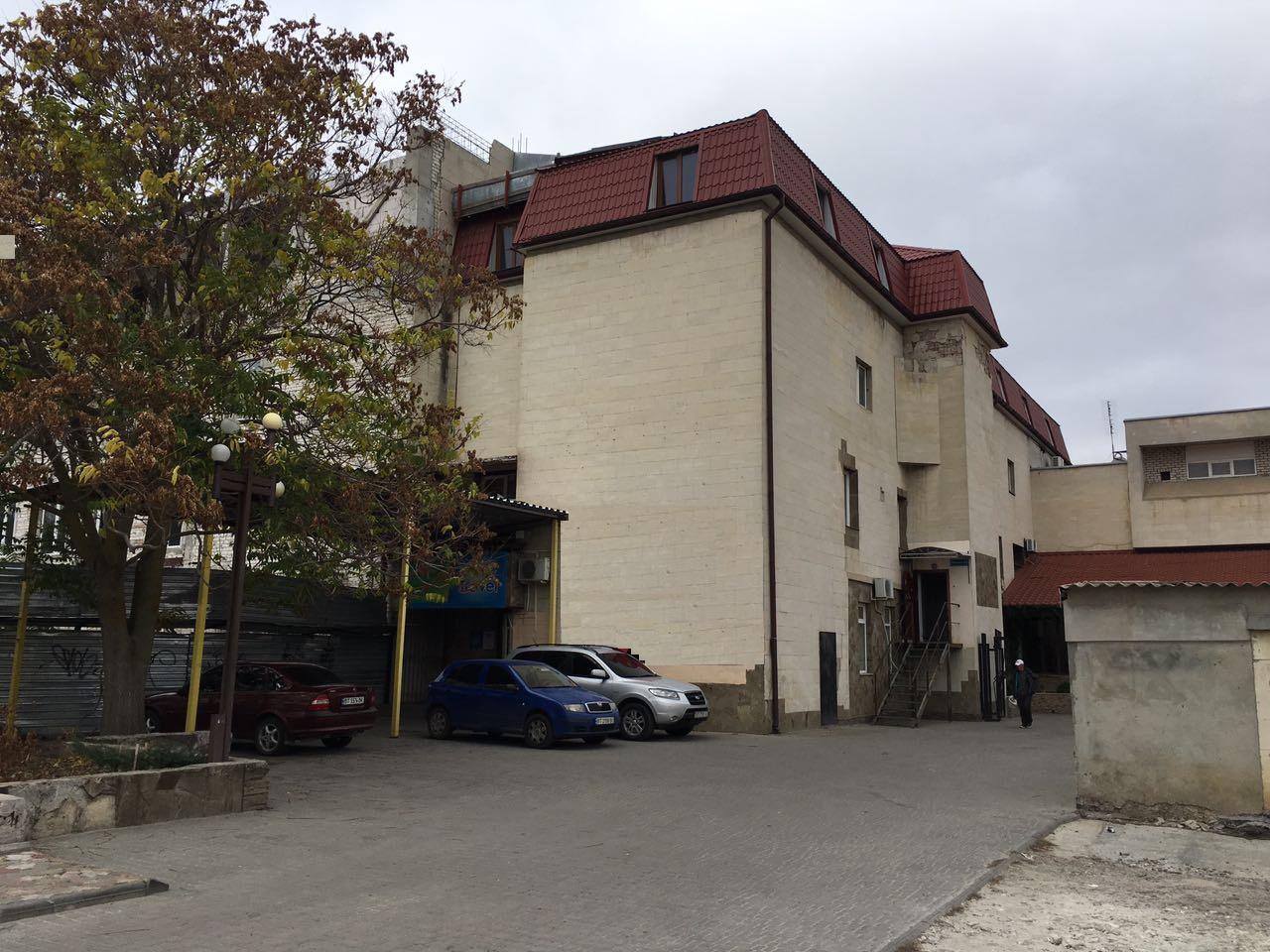 Нежитлові приміщення, в м. Херсон, площею 136 кв. м