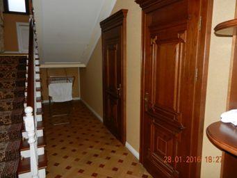 Домоволодіння, а саме: житловий будинок, загальною площею 912,8 кв.м. та земельна ділянка загальною площею 0,0804 га, що знаходиться за адресою: м.Київ, вул. Мічуріна 39