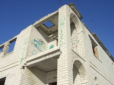 Незавершене будівництво, побудований на 59% житловий будинок загальною площею 191,40 кв.м. та земельна ділянка загальною площею 0,0550 га, що знаходиться за адресою: м. Херсон, Янтарний мікрорайон, вул. Мирна, 31