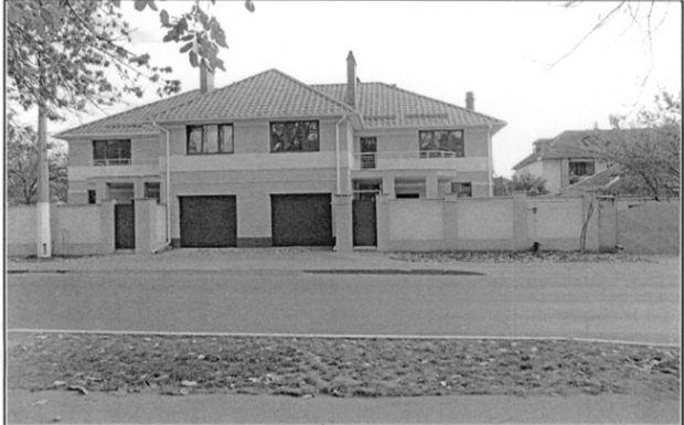 Домоволодіння (таунхауз), а саме: житловий будинок загальною площею 169,10 кв.м та земельна ділянка загальною площею 0,0143 га, за адресою: м. Одеса, вул. Бригадна, 141-В